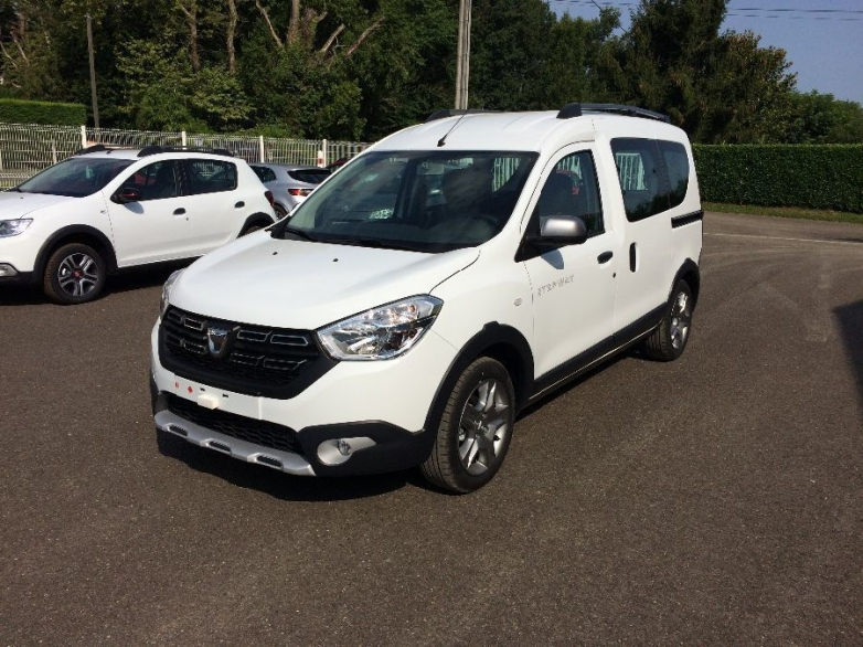 photo DACIA DOKKER Stepway Essential Bluedci 95ch